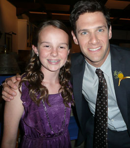 Lexi with Justin Bartha on 'The New Normal'